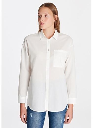 Mavi Gömlek Beyaz